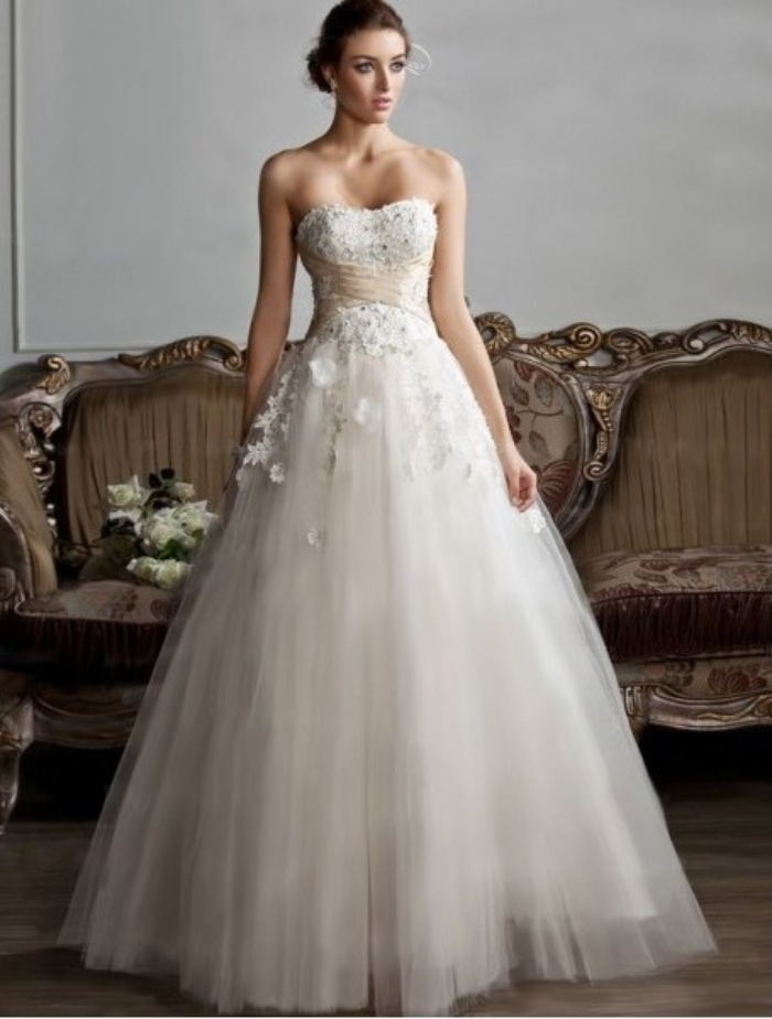 Choose the perfect wedding dress for your body type