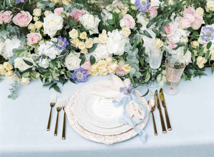 Wedding flowers ideas and tips bride the hottest wedding flower trends for 2018 junglespirit Choice Image