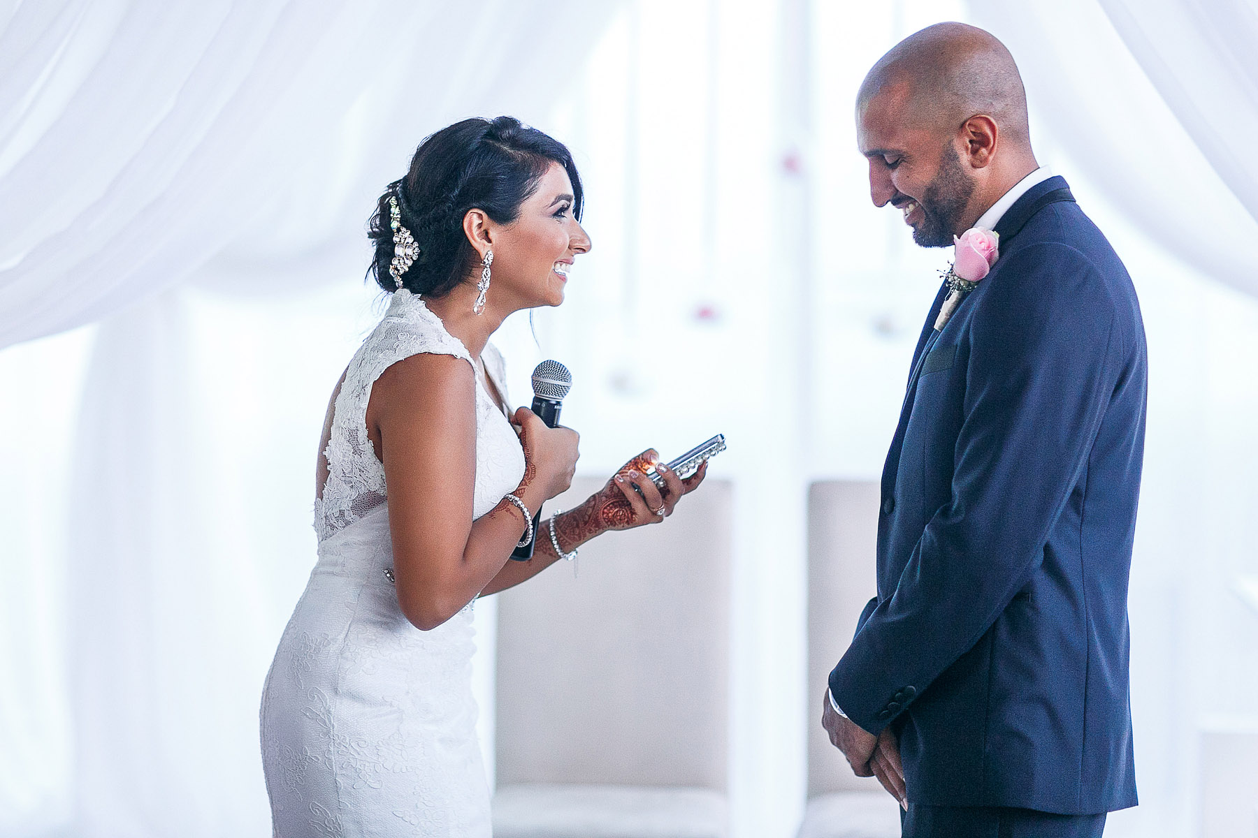 bride-and-groom-making-speeches-by-rahul-khona