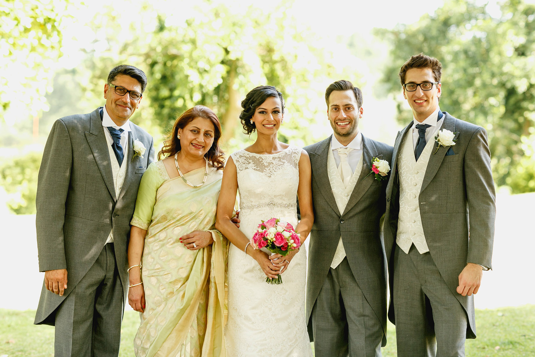 group-shot-bride-and-her-family-by-rahul-khona