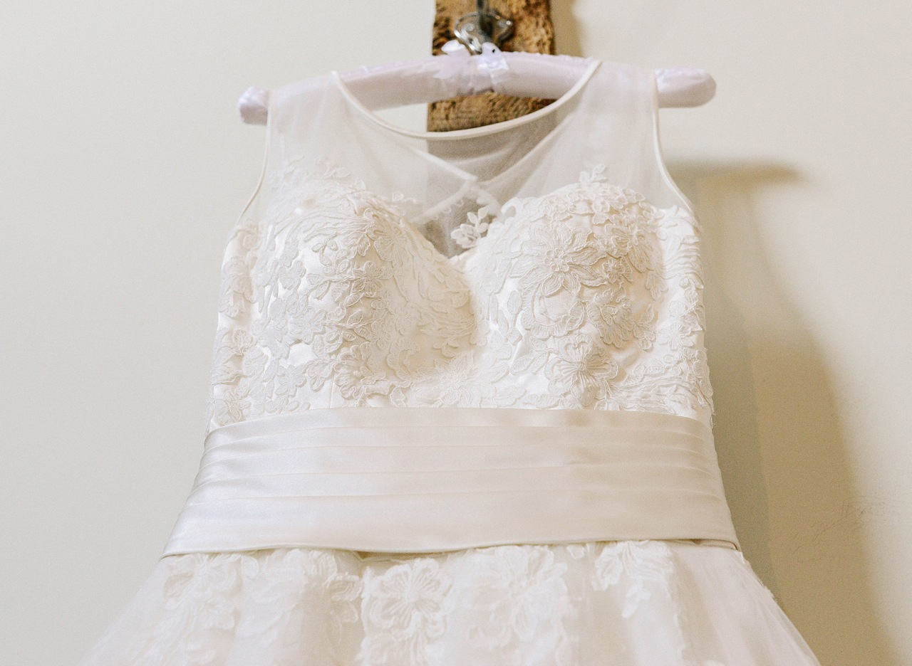 How to preserve your wedding dress an expert guide for How much to dry clean a wedding dress