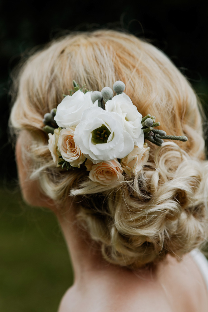 Diy delicate floral bridal hair comb interflora diy floral head comb 2 solutioingenieria Image collections