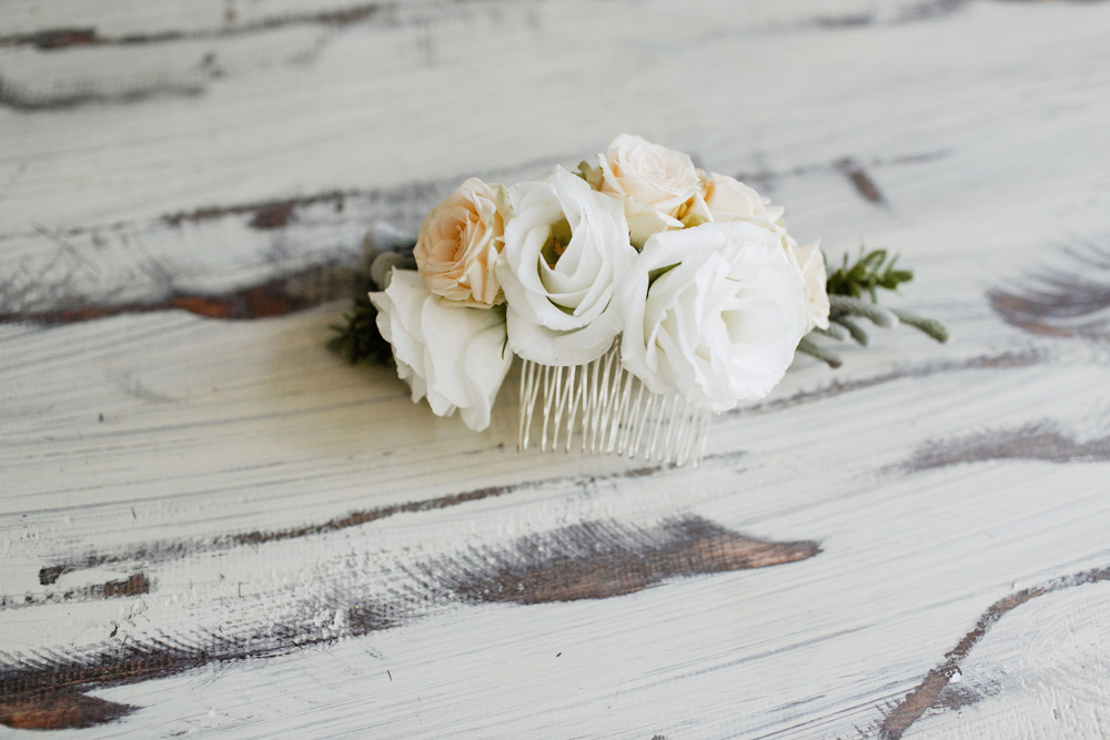 Diy delicate floral bridal hair comb interflora diy floral head comb 3 solutioingenieria Image collections