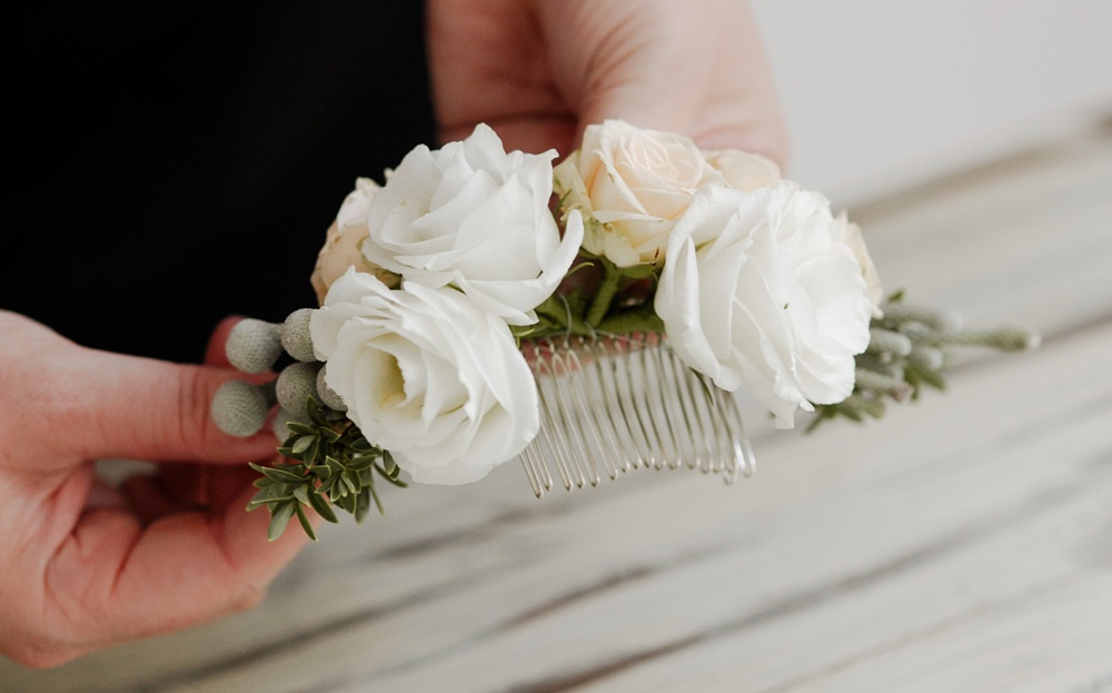 Diy delicate floral bridal hair comb interflora diy floral head comb step 6 solutioingenieria Image collections