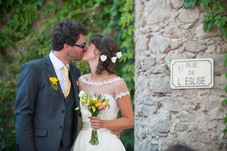 real-wedding-fleur-and-lee-kissing-portrait-in-france