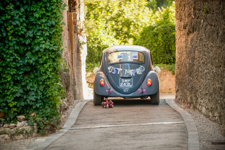 real-wedding-fleur-and-lee-just-married-wedding-car