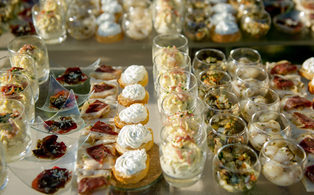 real-wedding-fleur-and-lee-canapes