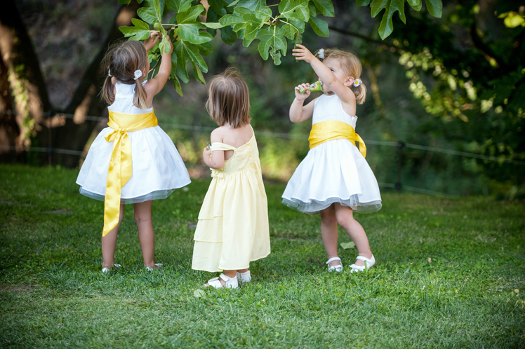 real-wedding-fleur-and-lee-children-playing