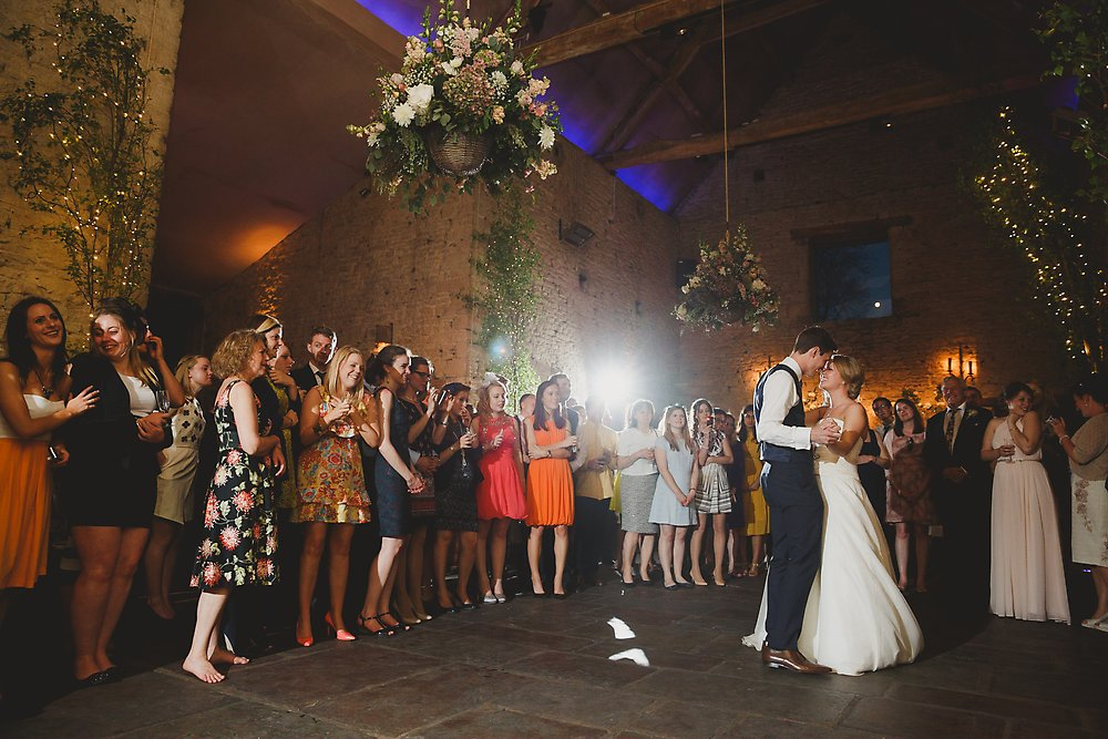 a-cripps-barn-cotswold-wedding-sam-gibson-photography