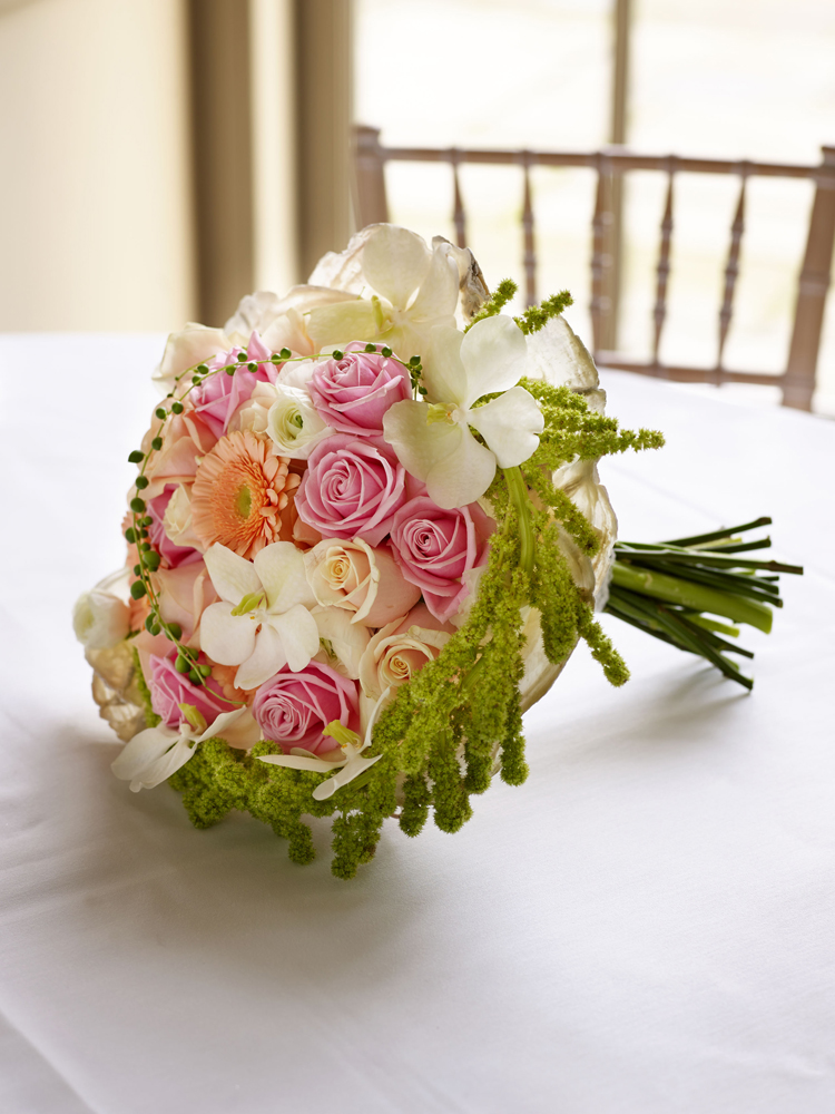 Top five trends for 2016 bridal bouquets for Best wedding flower arrangements
