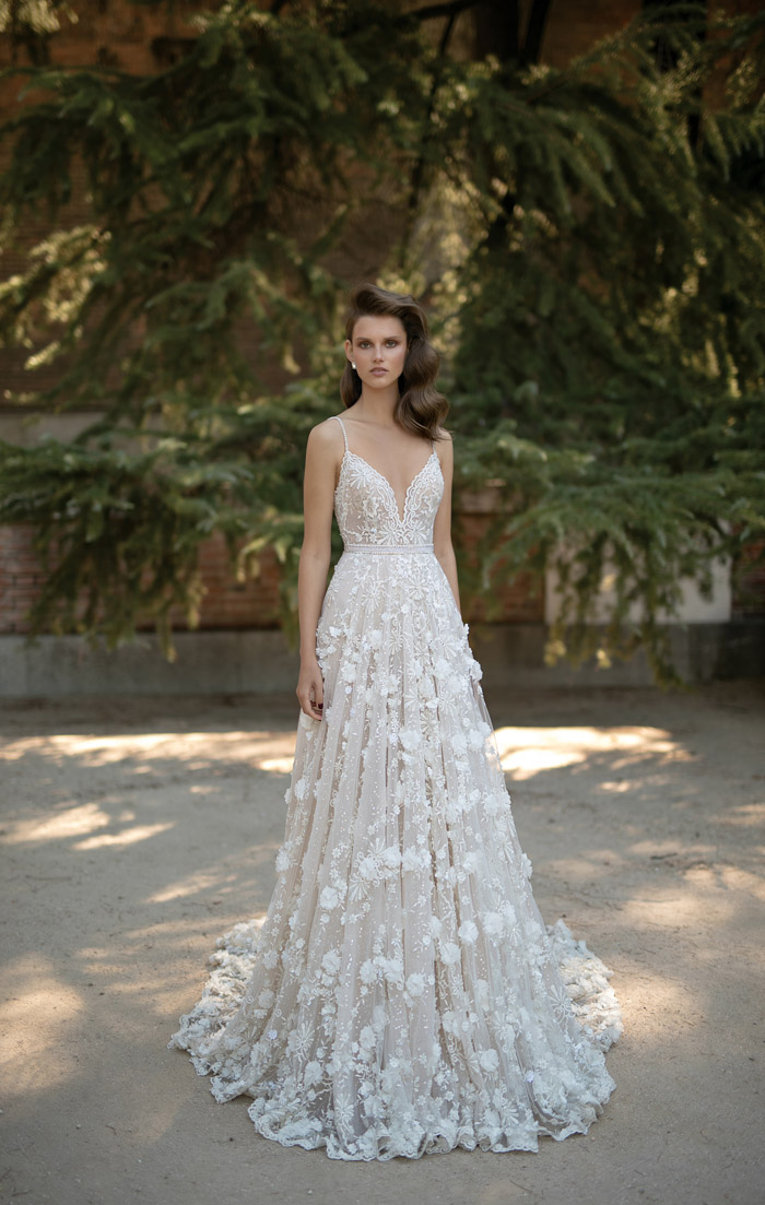 10 Fairytale Wedding Gowns