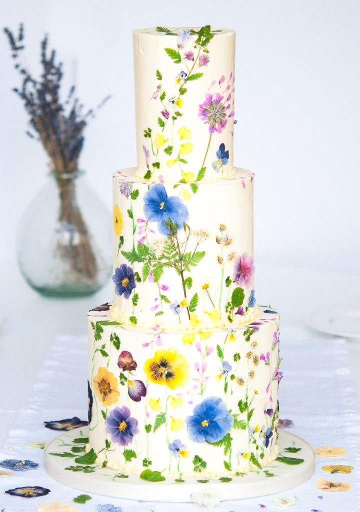 Five Beautifully Natural Floral Wedding Cake Ideas