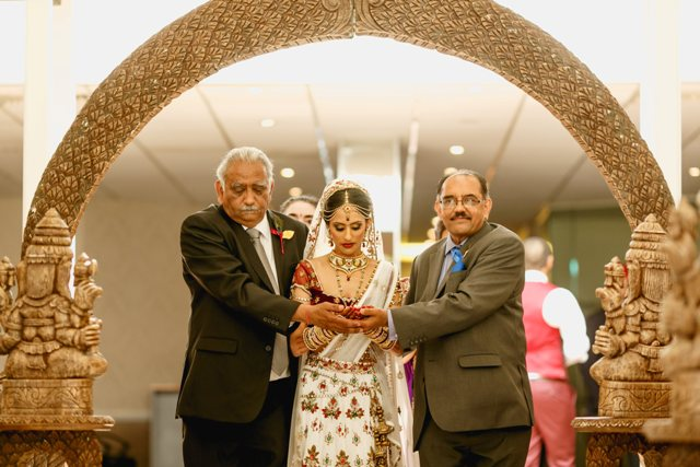 a-peacock-themed-hindu-wedding-in-hertfordshire-10