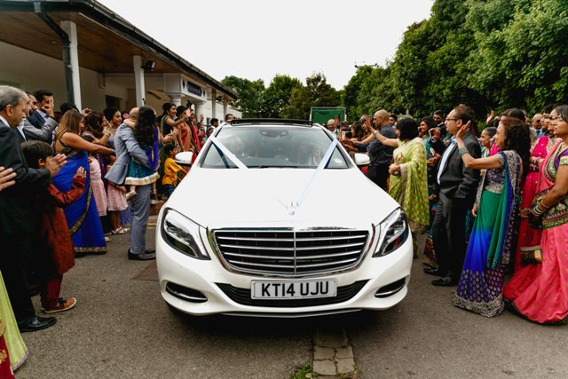 a-peacock-themed-hindu-wedding-in-hertfordshire-23
