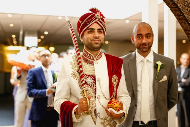 a-peacock-themed-hindu-wedding-in-hertfordshire-24