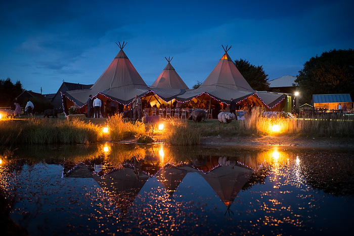 seven-essential-top-tips-for-planning-a-tipi-wedding-4