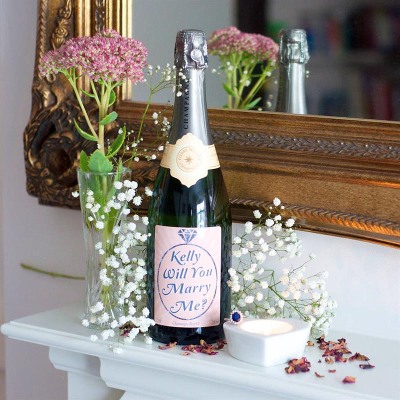 five-great-british-wedding-proposal-gifts-3