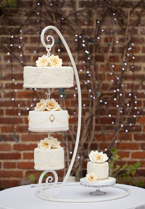 how-to-inject-the-wow-factor-into-your-wedding-cake-5
