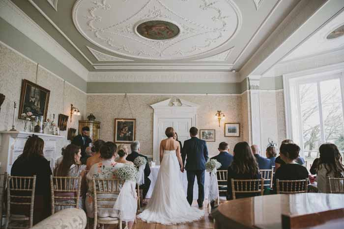 a-neutral-and-navy-wedding-in-hampshire-9