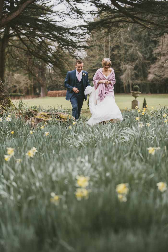 a-neutral-and-navy-wedding-in-hampshire-22