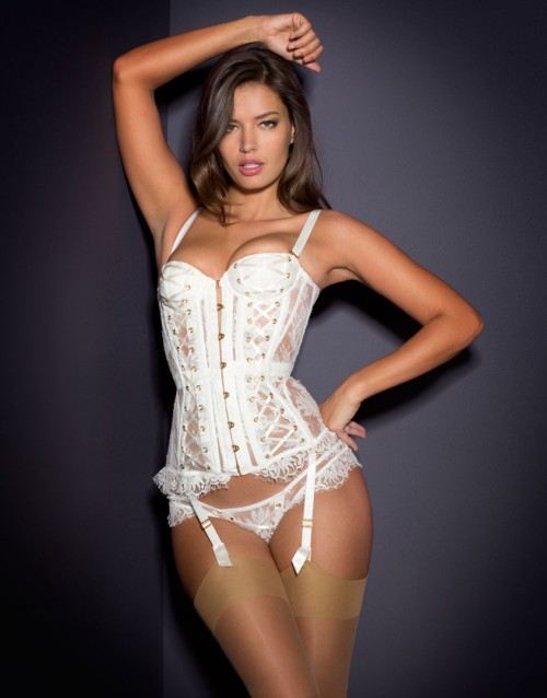 000d21c1b7b1a 10-luxury-lingerie-sets-for-your-wedding-13