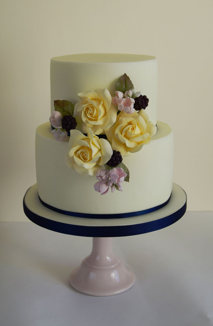 four-summer-wedding-cakes-2