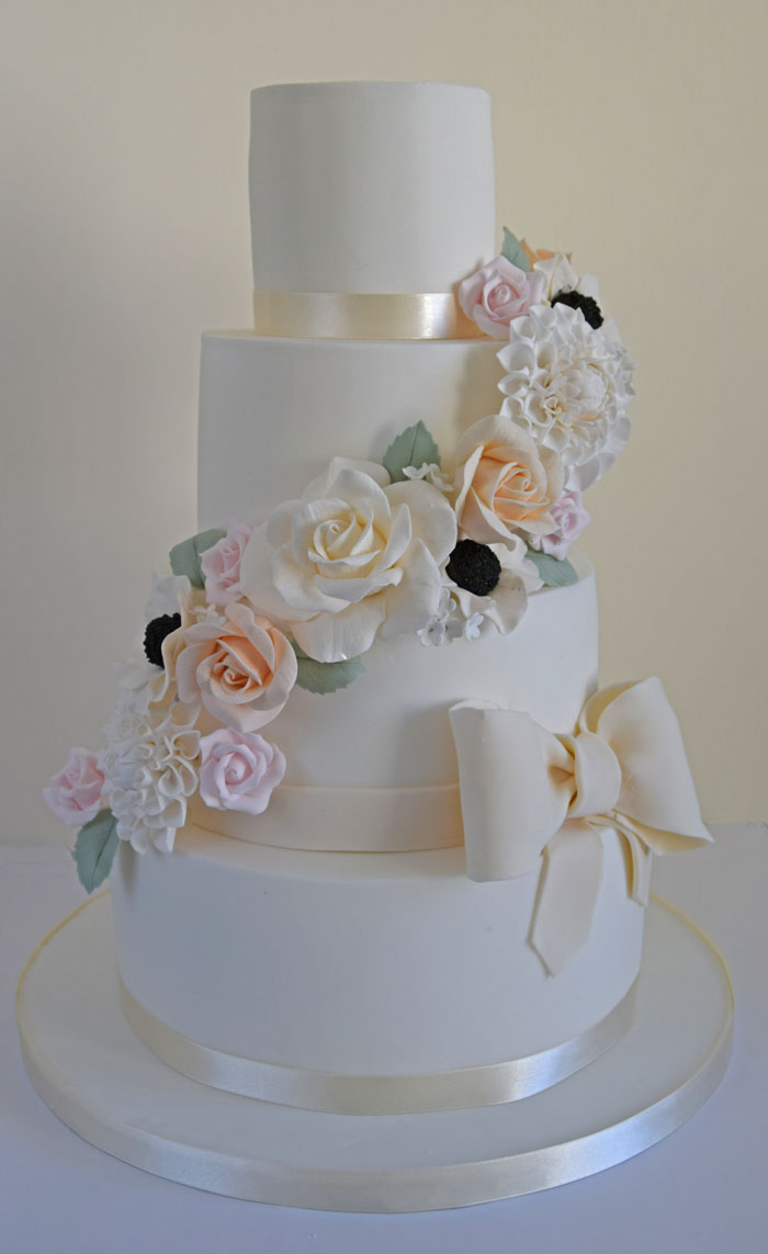four-summer-wedding-cakes-3