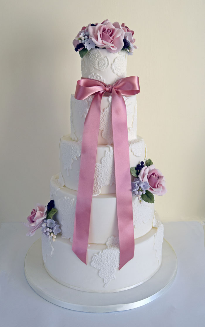 four-summer-wedding-cakes-4
