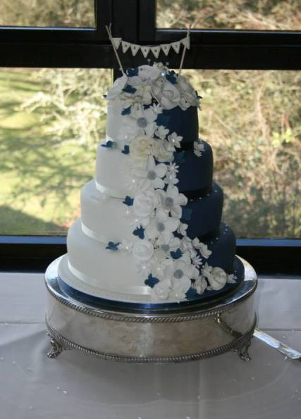 creative-cakes-at-bride-the-wedding-show-westpoint-arena-7