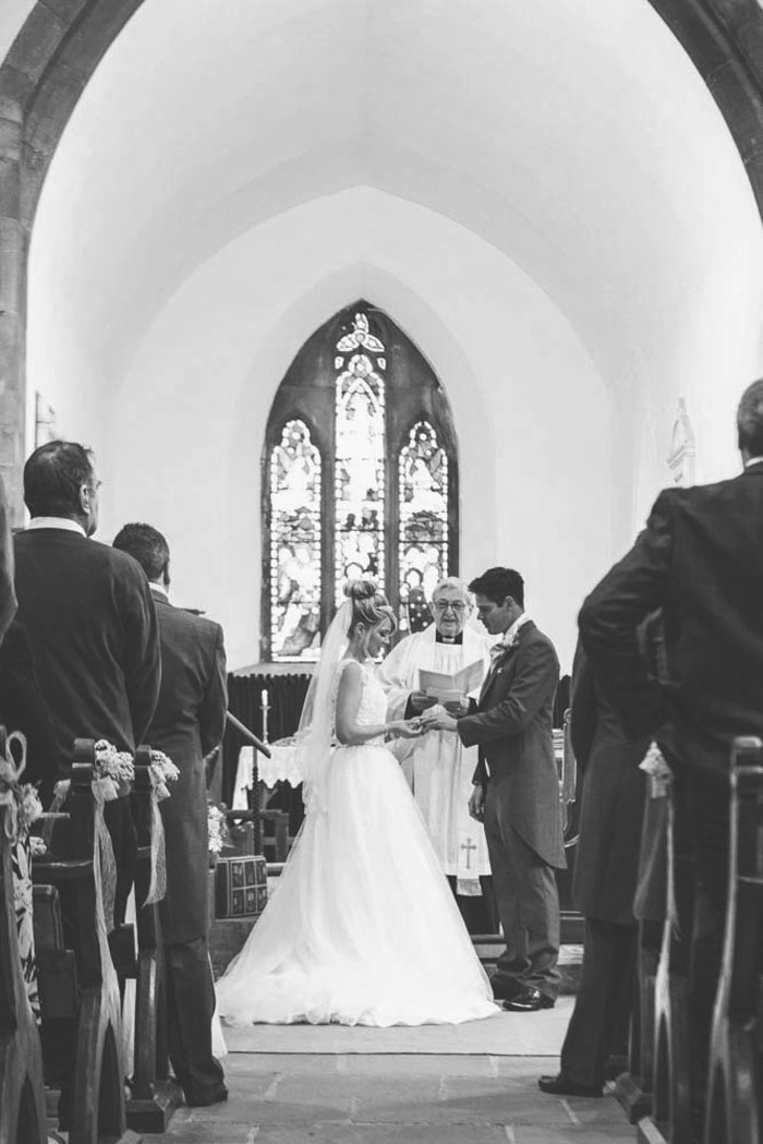 a-lemon-yellow-church-wedding-in-cambridgeshire-16