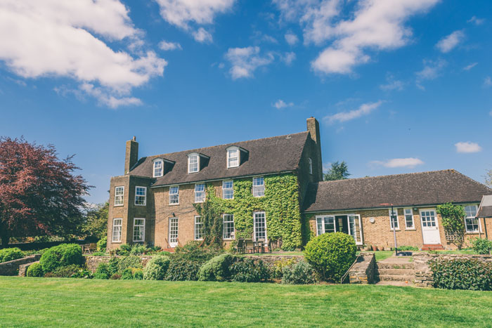 a-relaxed-cotswolds-wedding-david-and-lucy-gainford-14