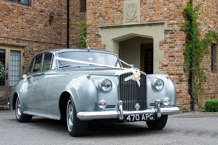 six-classic-cars-for-your-wedding-day-1