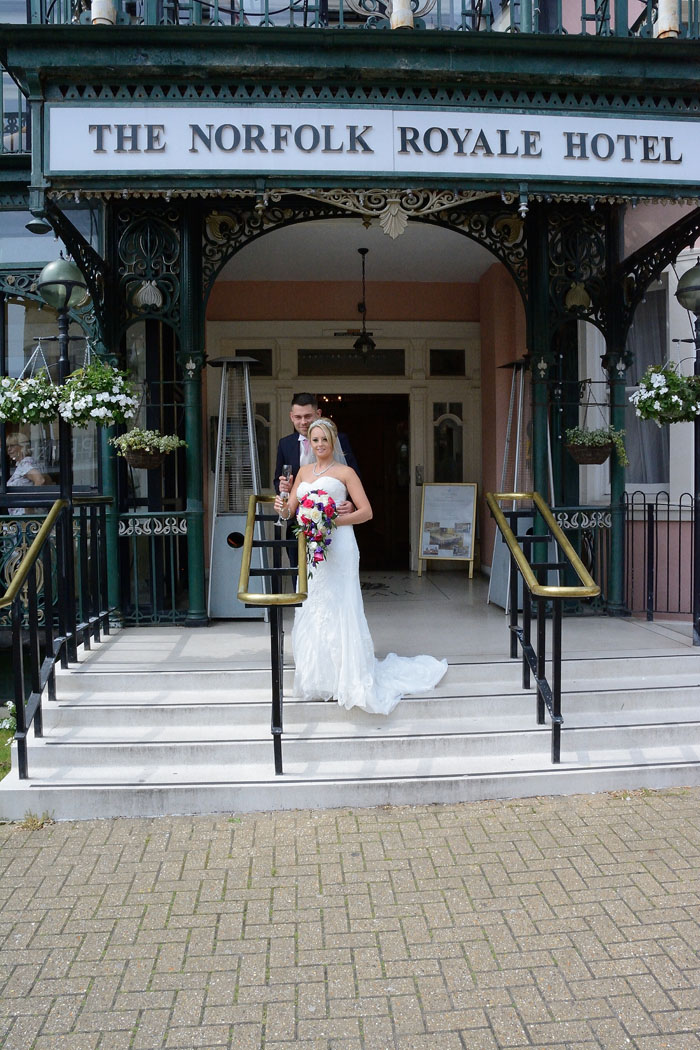 the-wedding-of-amy-and-jamie-reid-in-bournemouth-5