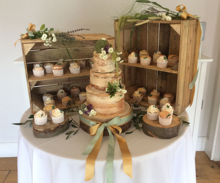 10-truly-scrumptious-naked-wedding-cakes-3