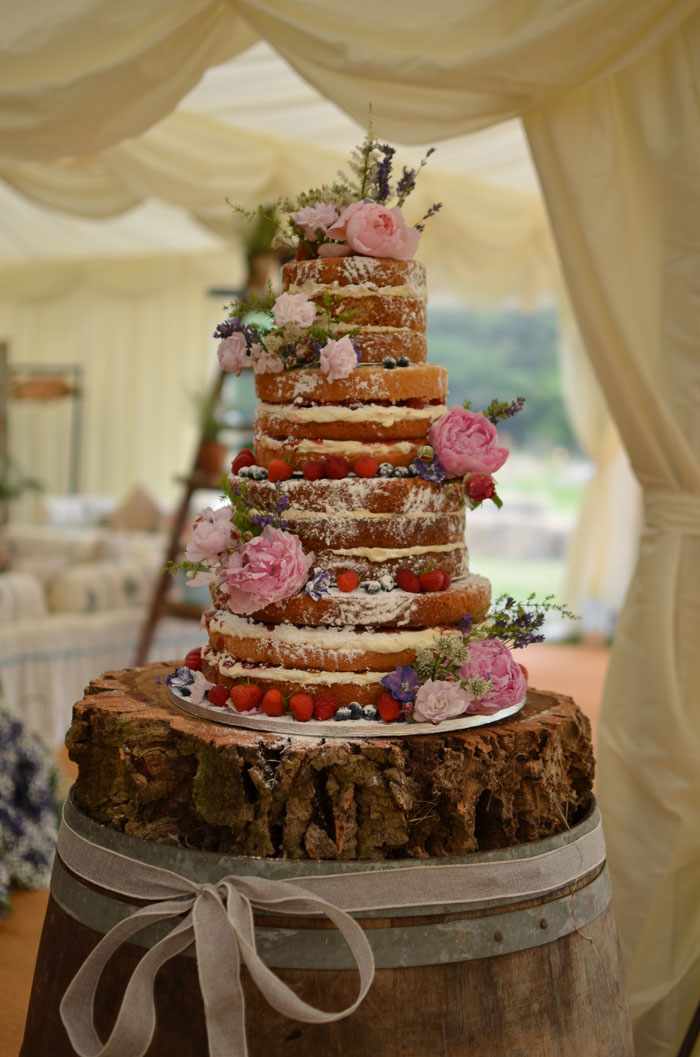 10-truly-scrumptious-naked-wedding-cakes-7