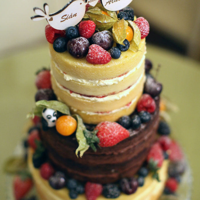 10-truly-scrumptious-naked-wedding-cakes-8