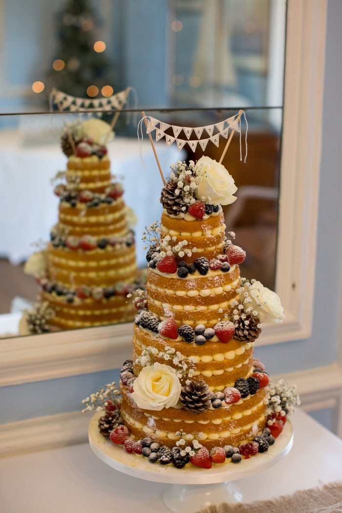 10-truly-scrumptious-naked-wedding-cakes-10