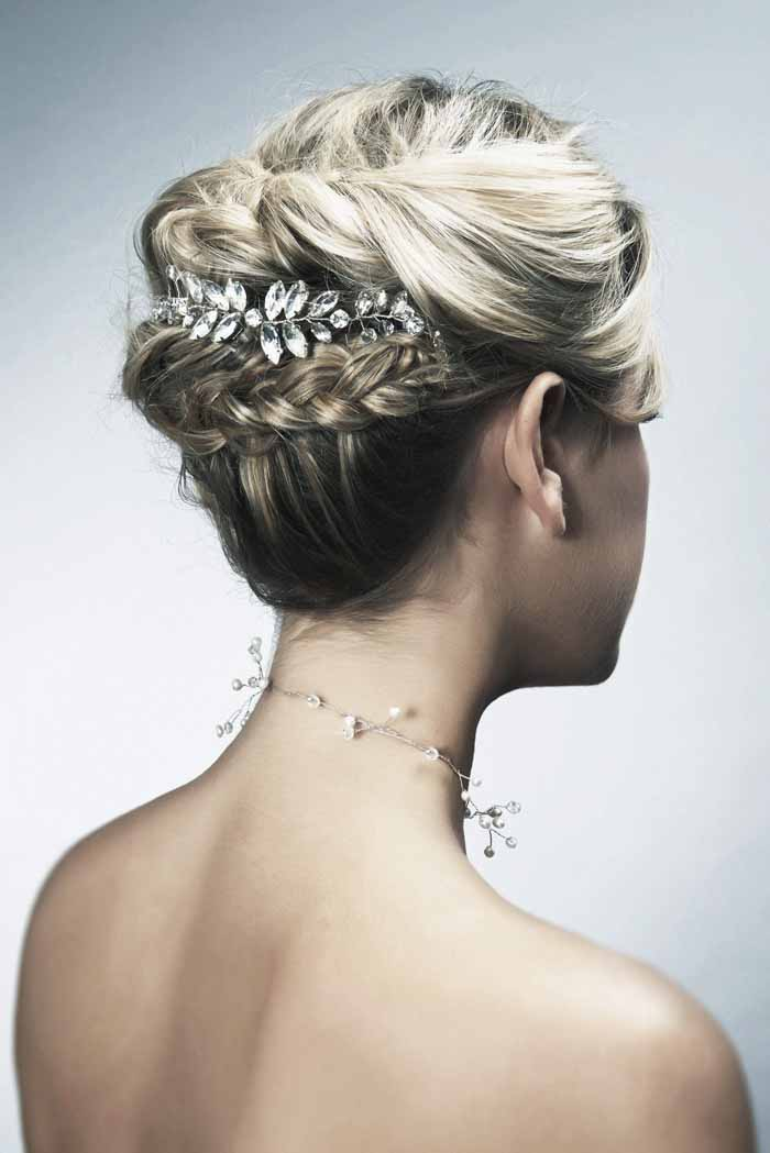 how-to-choose-the-perfect-bridal-hairstyle-6