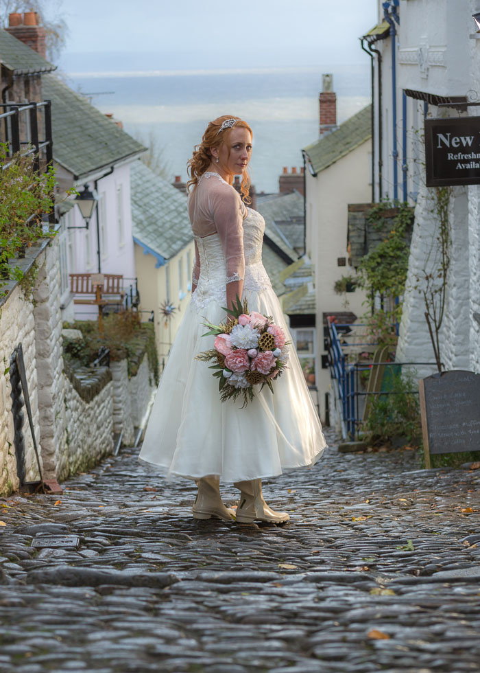 a-quaint-and-glamorous-bridal-shoot-in-clovelly-4