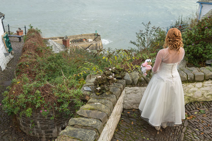 a-quaint-and-glamorous-bridal-shoot-in-clovelly-7