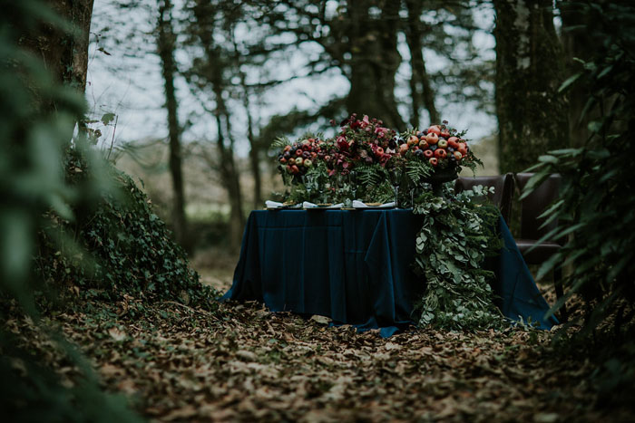 a-sumptuous-and-mysterious-georgian-inspired-bridal-shoot-5