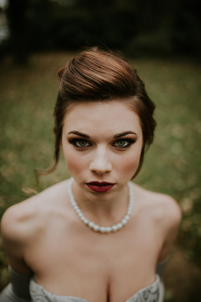 a-sumptuous-and-mysterious-georgian-inspired-bridal-shoot-13