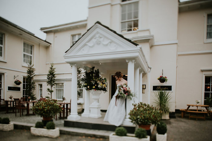 a-sumptuous-and-mysterious-georgian-inspired-bridal-shoot-15