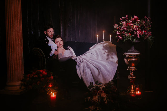 a-sumptuous-and-mysterious-georgian-inspired-bridal-shoot-16
