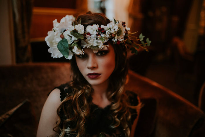 a-sumptuous-and-mysterious-georgian-inspired-bridal-shoot-23