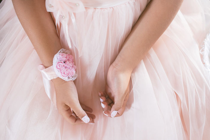 10-ways-to-accessorise-your-wedding-dress-1