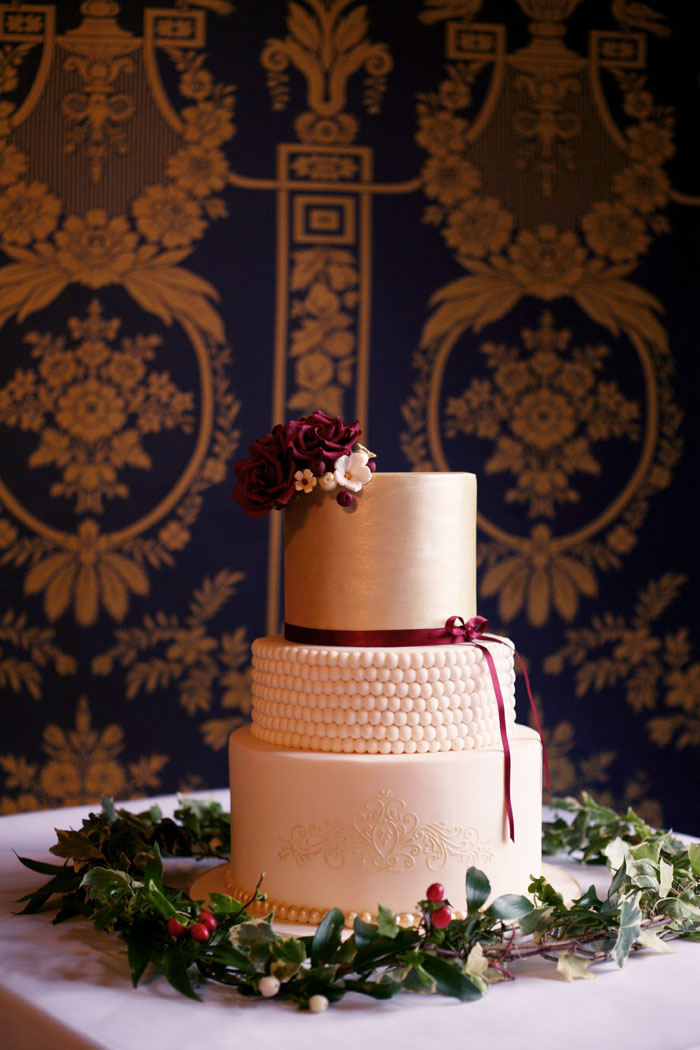 a-winter-fairytale-inspired-bridal-shoot-look-cake