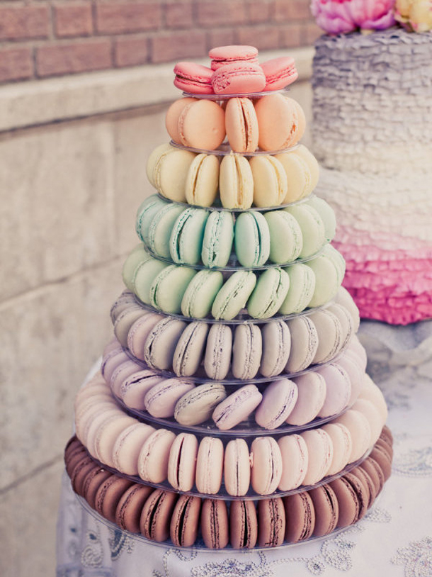 five-alternatives-to-a-traditional-wedding-cake-macaron