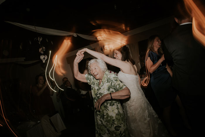 wedding-of-the-week-cotswolds-green-dragon-inn-11