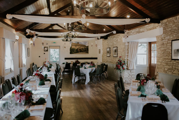 wedding-of-the-week-cotswolds-green-dragon-inn-15